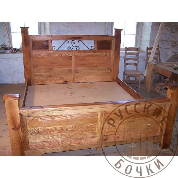 Кровать из массива дерева под старину Анна