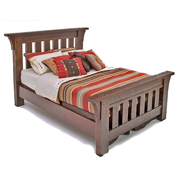Кровать из массива дерева под старину Каролина